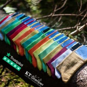 Super tilbud: 20 par kvalitetsstrømper i glade farver til mænd - Spar 900 kr.!
